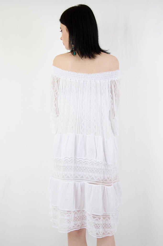 340760a170 ... Biała koronkowa sukienka z gumą w dekolcie ...