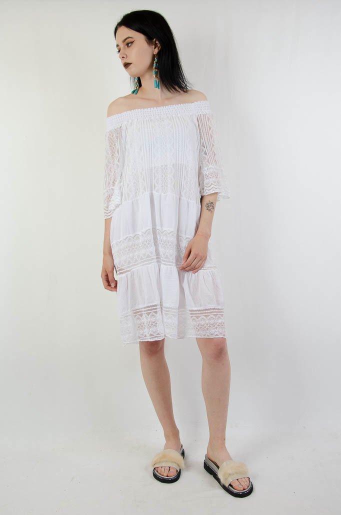 97e0f5ed3c ... Biała koronkowa sukienka z gumą w dekolcie
