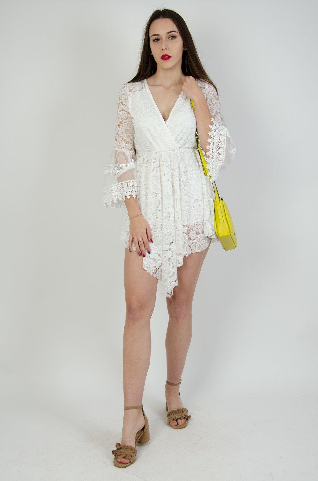 63887d0379 ... Biała koronkowa sukienka z gumą w pasie ...