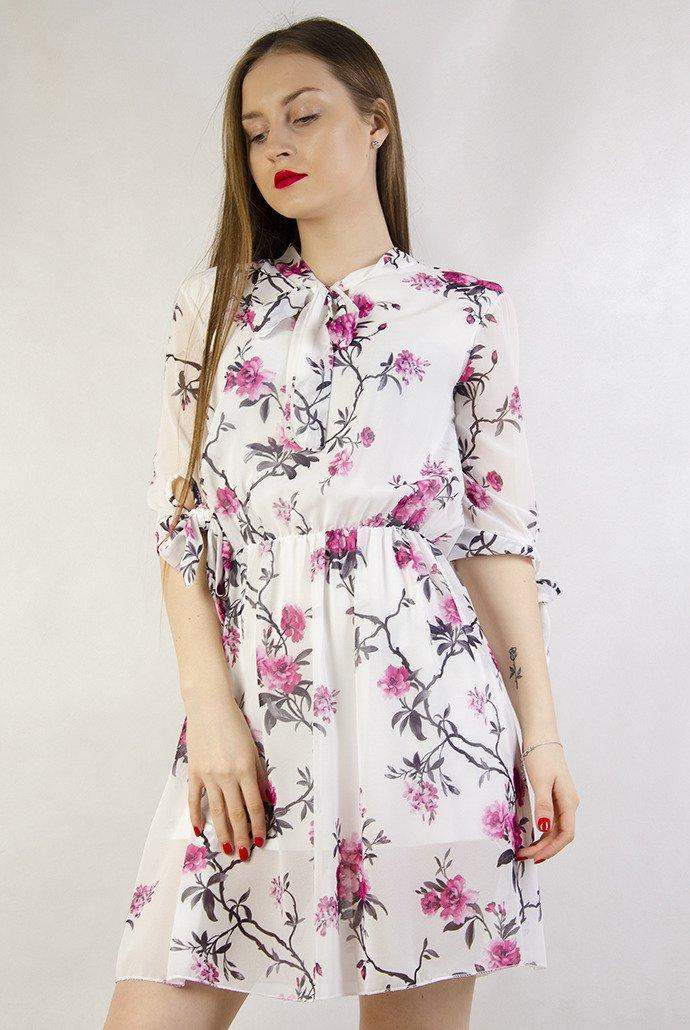 3969ad1a253d24 Biała zwiewna sukienka w kwiaty z gumką w pasie biały | KOLEKCJA ...