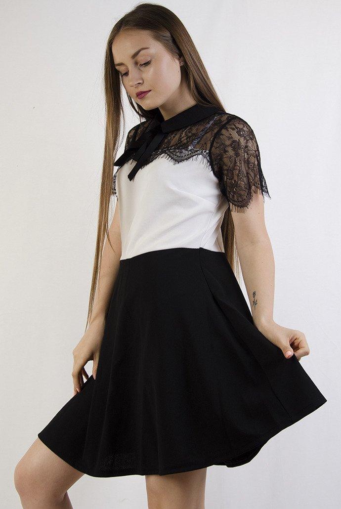d89e034d Biało czarna rozkloszowana sukienka z kołnierzem