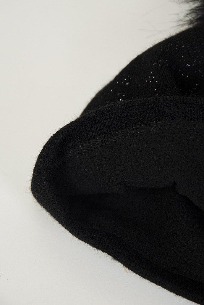 9c81cc525840 Czarna czapka z pomponem i srebrną nicią czarny