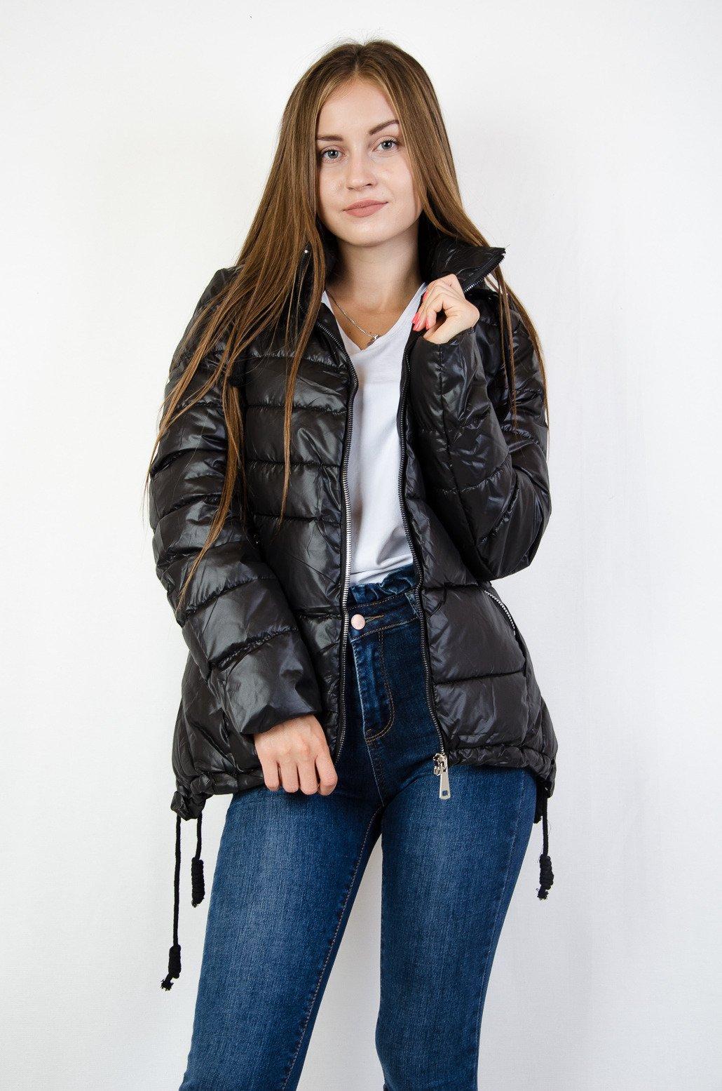 f2795f04ddb5 Czarna pikowana kurtka z asymetrycznymi bokami czarny