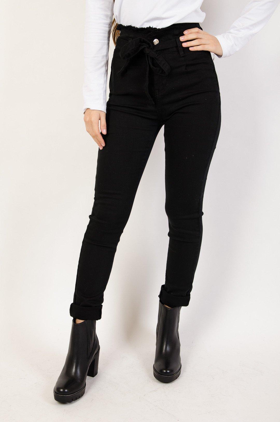 Czarne spodnie jeansowe z wysokim stanem + pasek