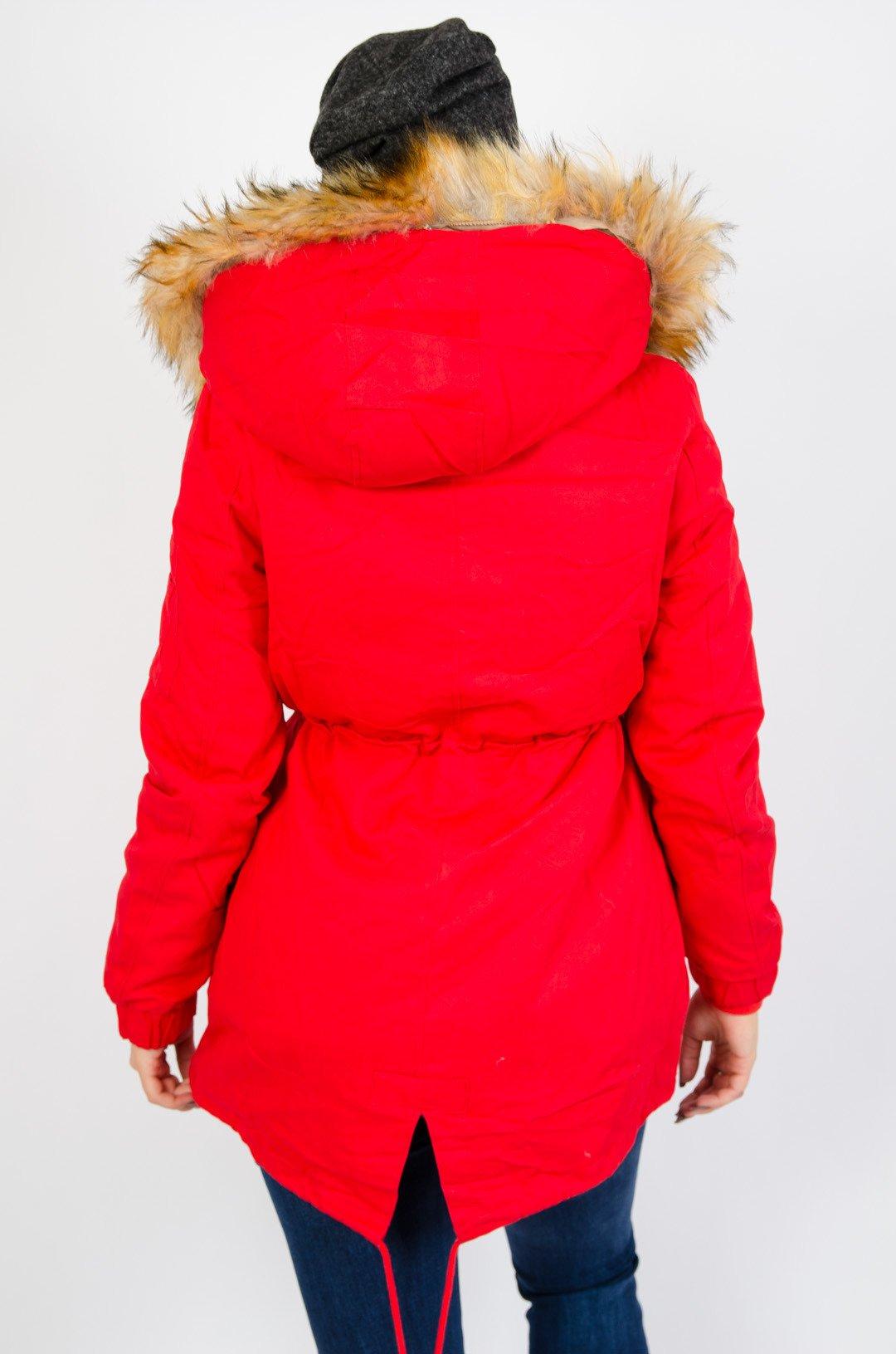 Czerwona kurtka parka z doczepianym futerkiem