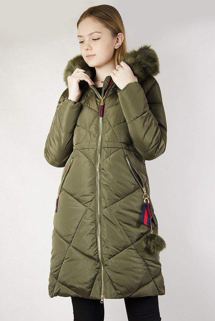 a0fa696bc2c7 Długa zielona pikowana kurtka z ozdobnymi paskami przy kapturze zielony