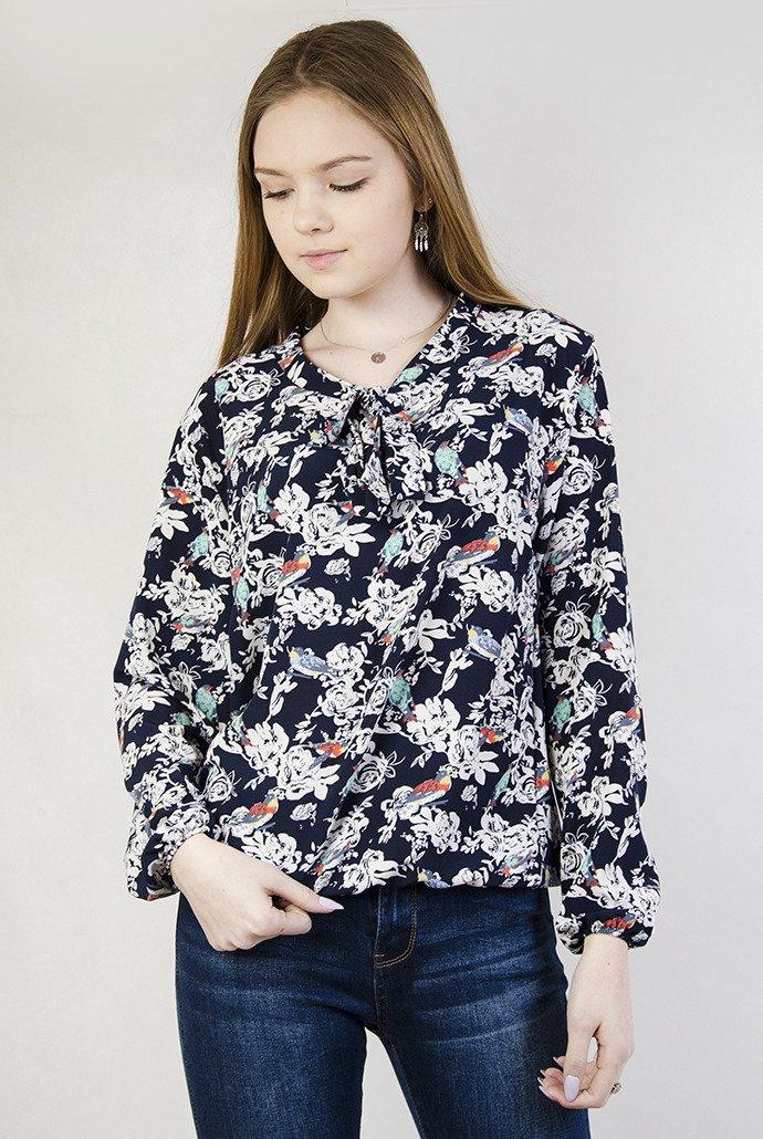 aacee9326dc6aa Granatowa bluzka w kwiaty wiązana przy dekolcie | NOWOŚCI KOLEKCJA ...