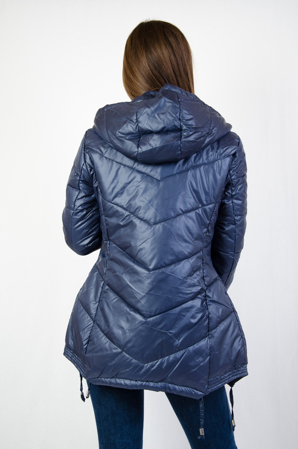 Granatowa taliowana kurtka ze ściągaczami na dole