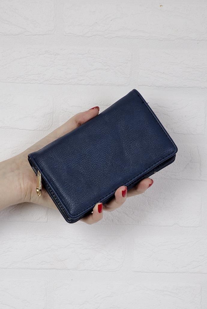 a90561102daba Granatowy portfel o gładkiej teksturze ...
