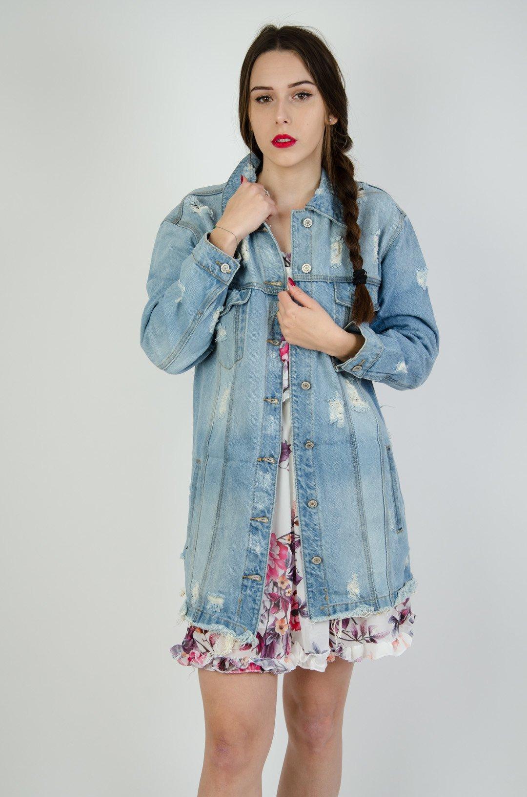 649b8340307b Jasna jeansowa kurtka z szarpaniami oraz przetarciami