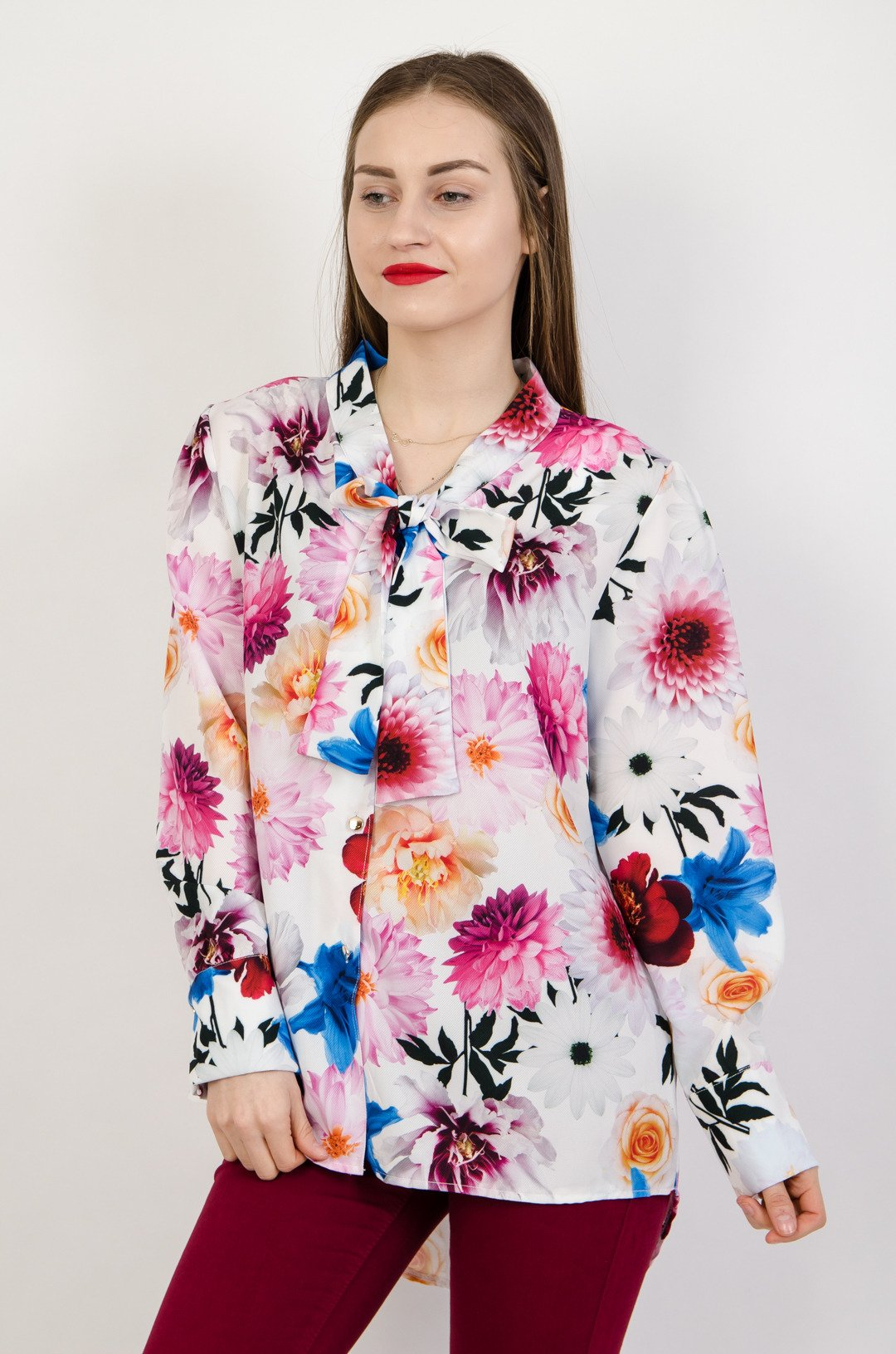 4076dfbdff95 Koszula w kwiaty z wiązaniem przy szyi ...