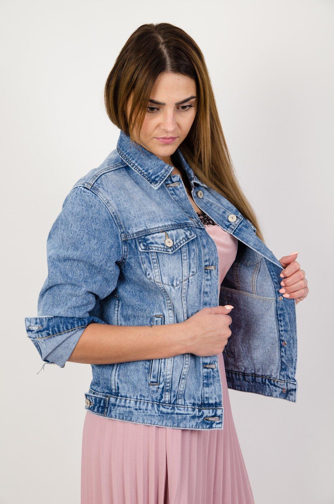 33df36838d20 Kurtka jeansowa z przetarciami