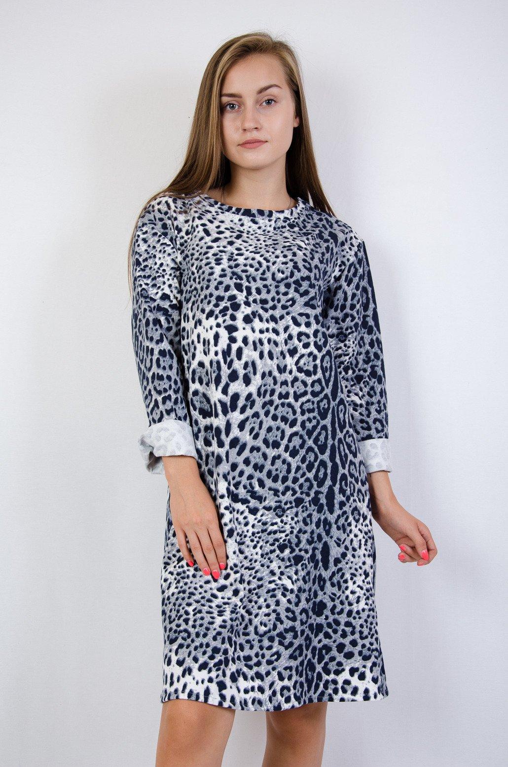 d686da32 Niebieska dzianinowa sukienka w panterkę