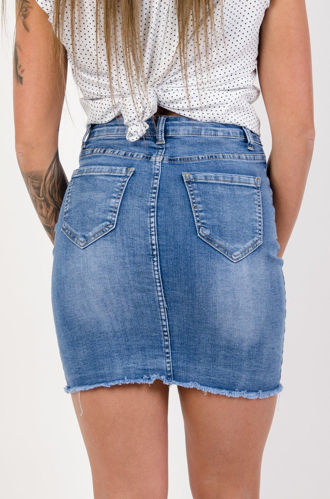 d975509d Niebieska spódnica jeansowa z guzikami na przodzie
