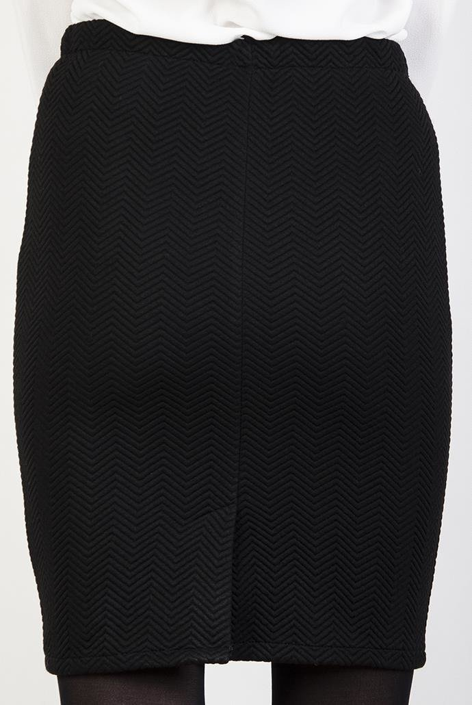 Ołówkowa czarna spódnica w jodełkę
