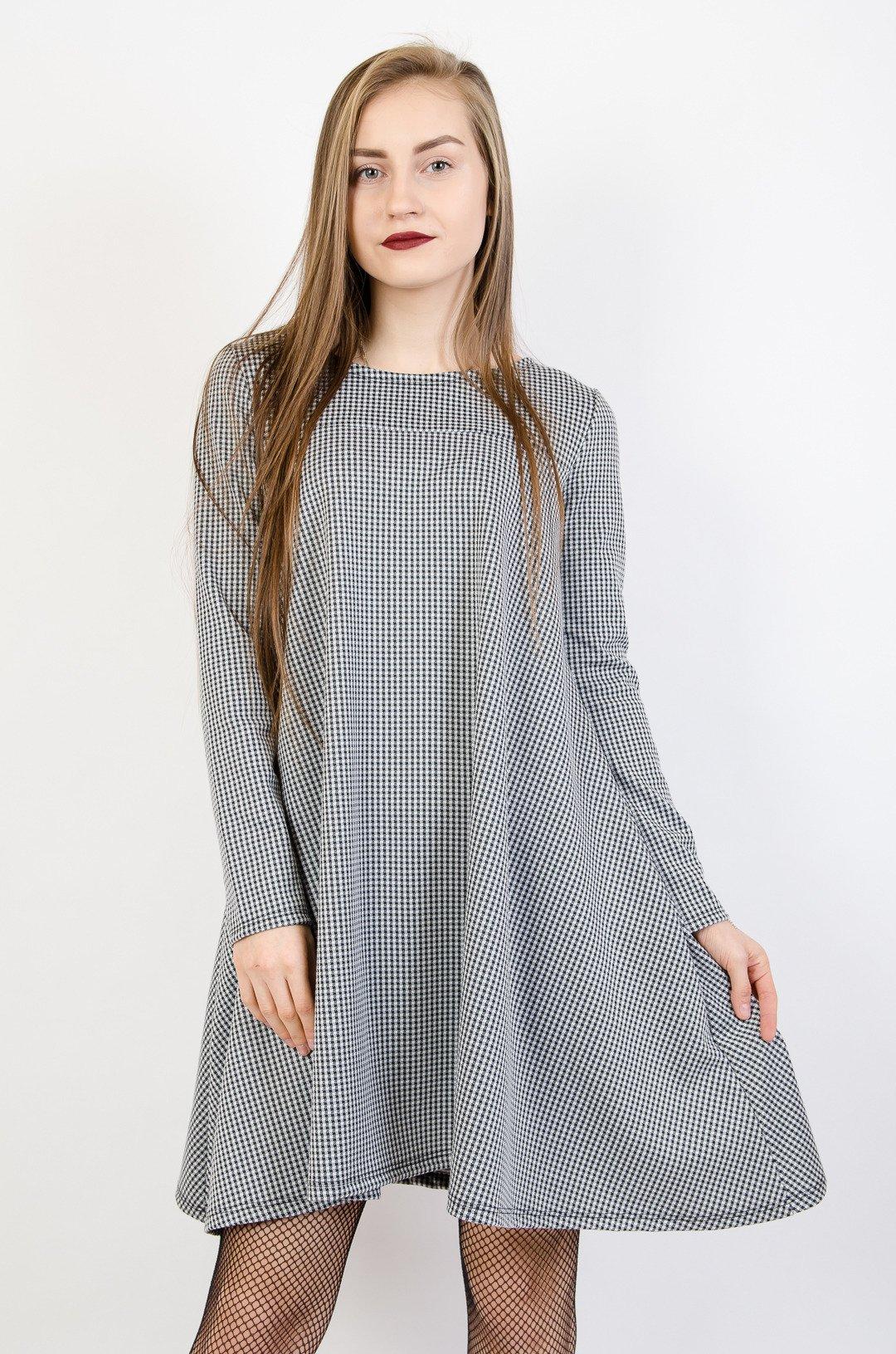 6e6a1cf7c7 Rozkloszowana sukienka w kratę ...