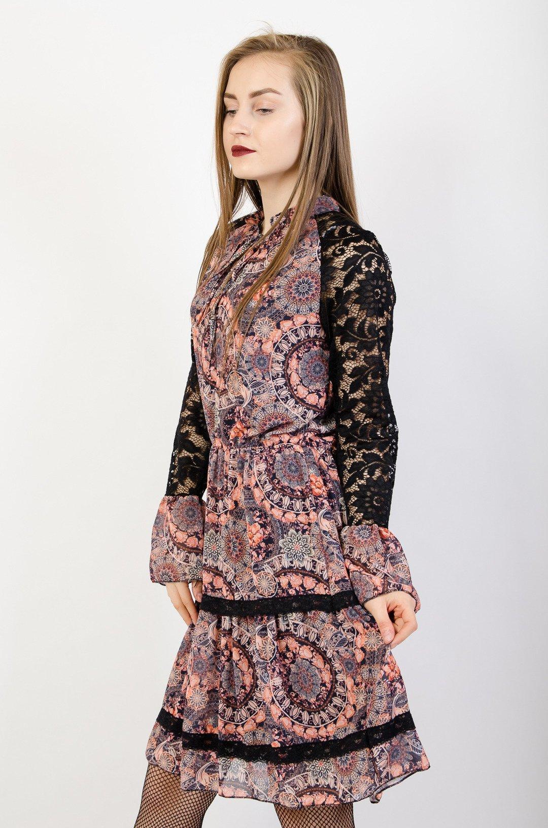 0b35adb116 ... Wzorzysta sukienka z koronkowymi rękawami ...