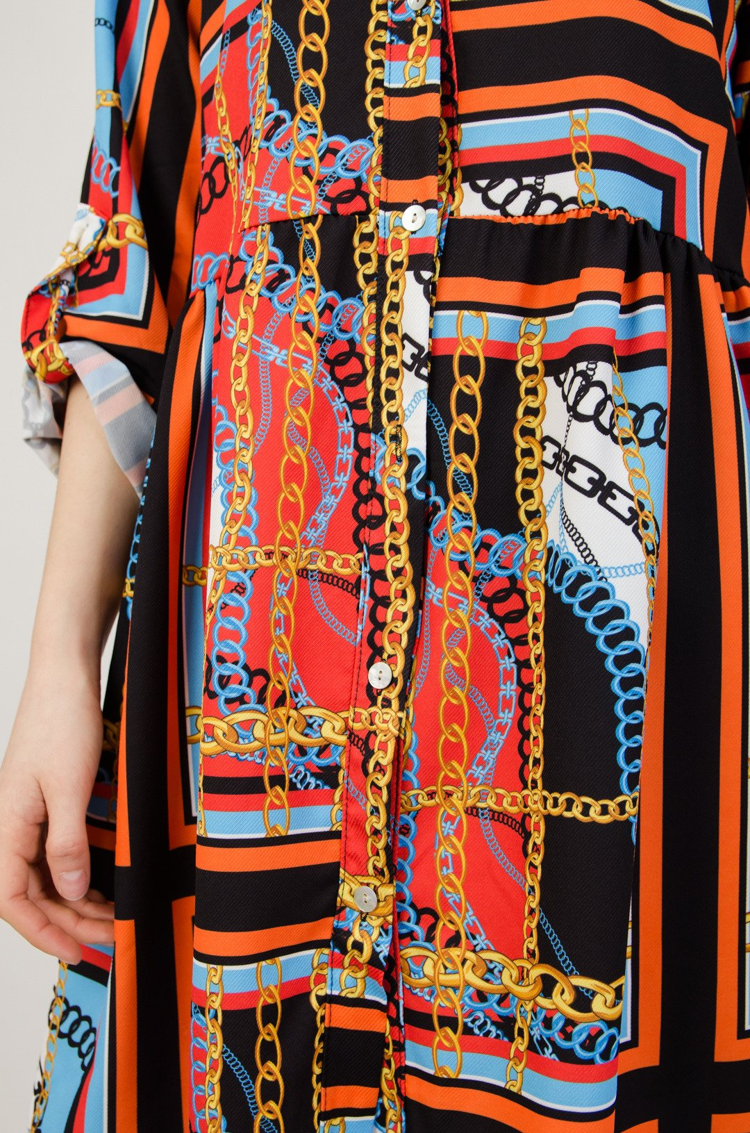 6d7560b98d ... Wzorzysta sukienka zapinana na guziki
