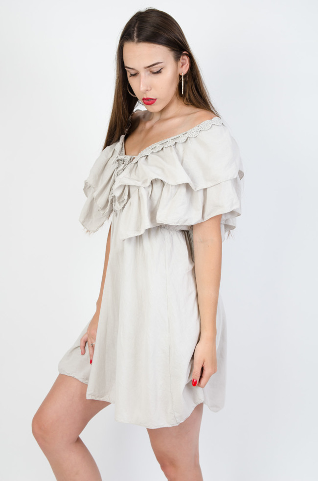 ea2b6ddf34352f Beżowa sukienka z dekoltem w serek i wycięciem na plecach