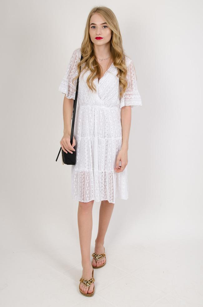 300ea0b4e1 Biała ażurowa sukienka w serek