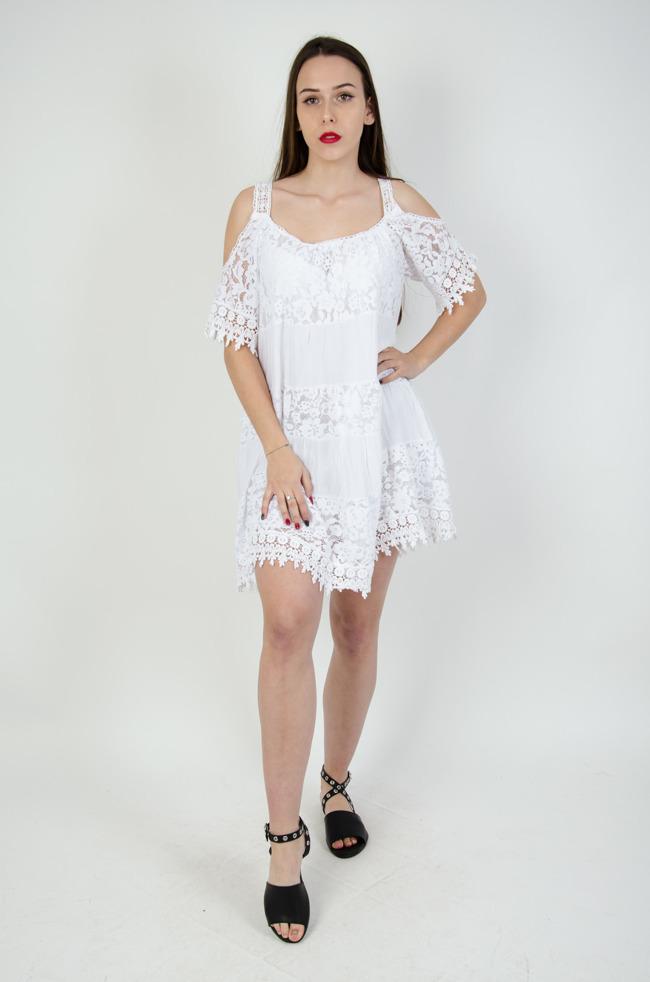 41e02db8d7 Biała ażurowa sukienka z odkrytymi ramionami