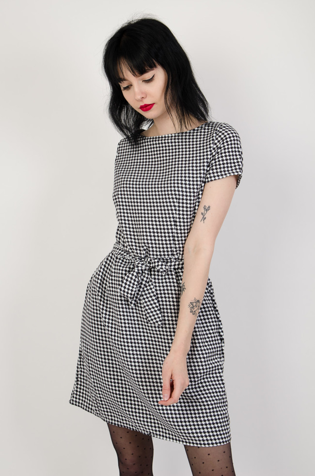 062b208daa Biało czarna sukienka w pepitkę