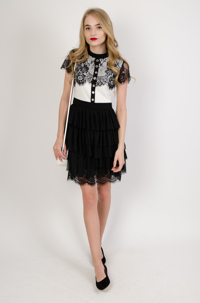 bc5e370330 Biało czarna sukienka z tiulowym dołem