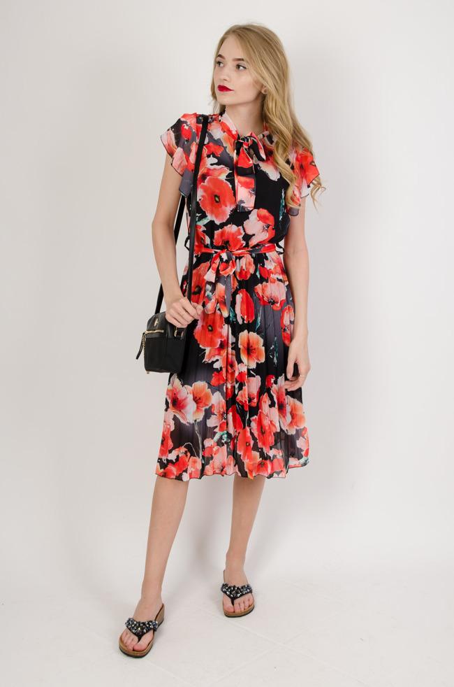 4c8d437ba0 Czarna sukienka w maki z plisowanym dołem
