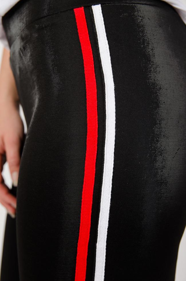 d6a72976247a Czarne połyskujące spodnie z lampasami