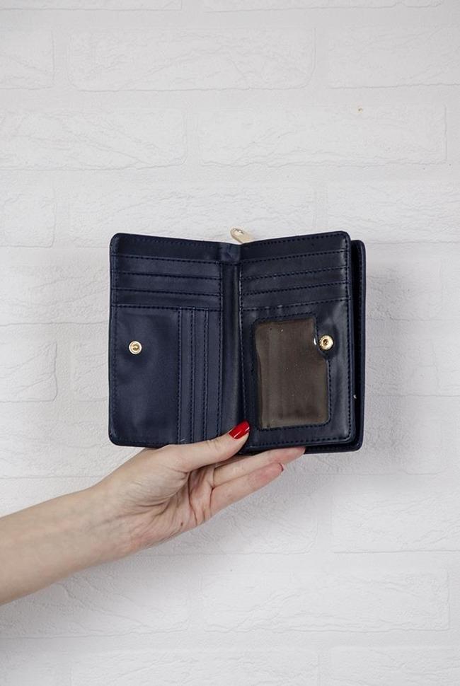 8f3b8b1aefe83 Granatowy portfel o gładkiej teksturze  Granatowy portfel o gładkiej  teksturze ...