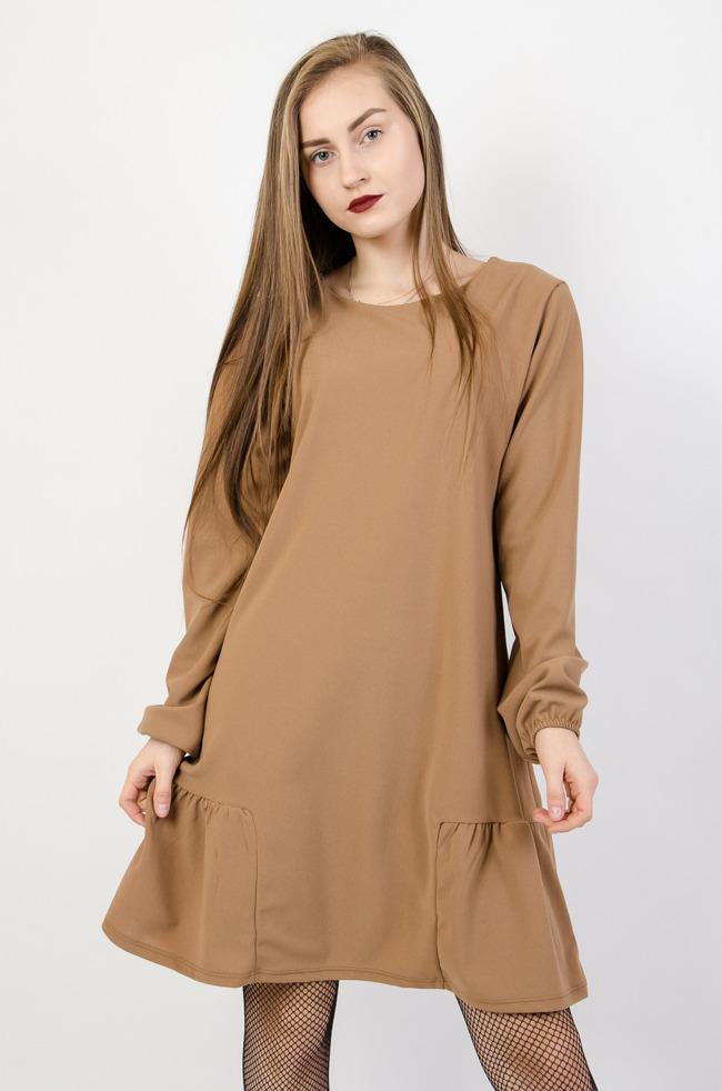 e34fc45028 Brokatowa sukienka z koronkowym dołem oraz wstawkami w dekolcie ...