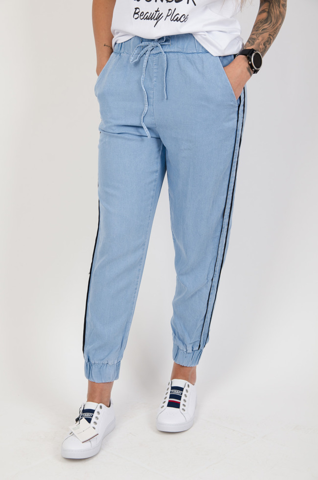 2393f184e9 Niebieskie spodnie materiałowe z lampasami