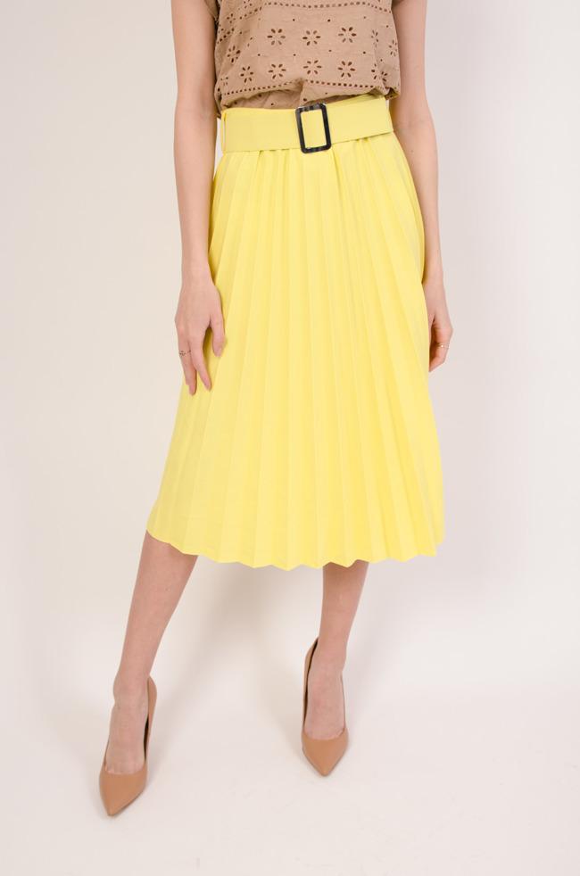 643a053de3 Plisowana spódnica z paskiem w kolorze żółtym